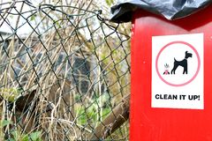 cesta de lixo do cão Fotografia de Stock Royalty Free