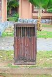 Cesta de lixo esquadrada Foto de Stock