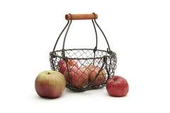 Cesta de manzanas Imagenes de archivo