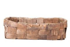 Cesta de mimbre antigua aislada en el fondo blanco Imágenes de archivo libres de regalías