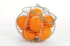 Cesta de naranjas fotografía de archivo libre de regalías