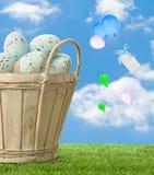 Cesta de ovos de Easter Fotografia de Stock