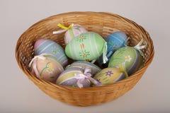 Cesta de ovos de Easter Fotografia de Stock Royalty Free