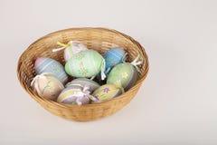 Cesta de ovos de Easter Fotos de Stock