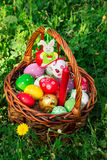 Cesta de Pascua adornada Imagen de archivo libre de regalías