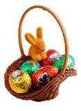 Cesta de Pascua con el conejo Fotos de archivo libres de regalías