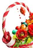 Cesta de Pascua con las amapolas y los huevos aislados en blanco Fotos de archivo libres de regalías