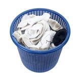 Cesta de peúgas sujas da lavanderia suja Fotografia de Stock