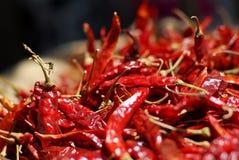 Cesta de pimentões vermelhos Fotos de Stock