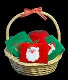 Cesta de toallas de la Navidad fotos de archivo libres de regalías