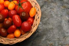 Cesta de tomates del relevo Fotografía de archivo