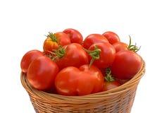 Cesta de tomates rojos Imagen de archivo