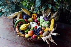 Cesta de verduras del alimento biológico Foto de archivo libre de regalías