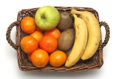 Cesta de vime com frutas Fotografia de Stock Royalty Free