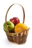 Cesta de vime com fruto Fotografia de Stock