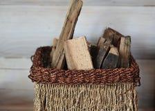 Cesta de vime completamente da madeira imagens de stock royalty free