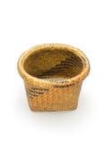 A cesta de vime vazia isolou-se Foto de Stock