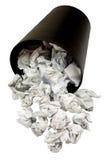 Cesta de wastepaper derramada por completo de papel arrugado Foto de archivo libre de regalías