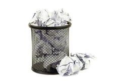 cesta de wastepaper desbordada Fotografía de archivo libre de regalías