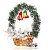 Cesta decorativa del Año Nuevo. Aún-vida en un blanco Foto de archivo libre de regalías