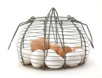 Cesta del huevo de la vendimia Fotografía de archivo libre de regalías