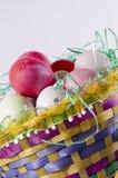 Cesta del huevo de Pascua, Fotos de archivo libres de regalías