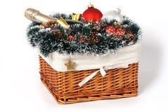 Cesta del regalo de la Navidad Fotos de archivo