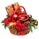 Cesta del regalo de la Navidad en el fondo blanco Imagen de archivo libre de regalías