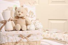 Cesta del regalo del bebé Fotografía de archivo