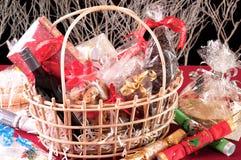 Cesta do cabaz do Natal Imagens de Stock