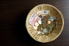 Cesta do dinheiro Imagens de Stock Royalty Free