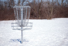 Cesta do golfe do disco na neve Foto de Stock Royalty Free