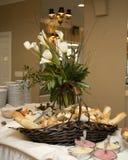 Cesta do pão do bufete Fotos de Stock Royalty Free