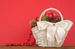 Cesta do presente do Natal Foto de Stock