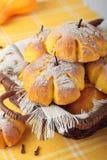 Cesta dos bolos com abóbora, canela e cravos-da-índia Foto de Stock