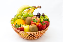 Cesta dos frutos no fundo branco Imagens de Stock