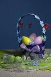 Cesta dos ovos da páscoa Imagens de Stock