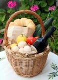 Cesta e alimento de compra do Cretan Fotos de Stock
