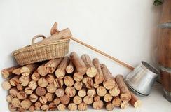 Cesta e escaninho de madeira Fotos de Stock