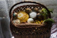 Cesta festiva do grande feriado ucraniano da Páscoa imagem de stock