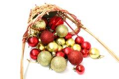 Cesta invertida de bolas de la Navidad Imagen de archivo libre de regalías