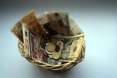 Cesta monetária imagem de stock royalty free