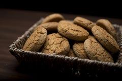 Cesta por completo de galletas Foto de archivo libre de regalías