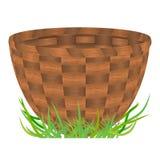 Cesta vazia que está em uma grama verde Fotografia de Stock Royalty Free