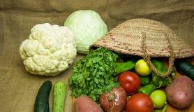 Cesta vegetal en cocina Fotografía de archivo libre de regalías
