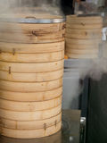 Cestas chinas del vapor del dim sum Fotos de archivo