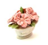 Cestas da estatueta da porcelana das flores para a decoração dos interiores fotografia de stock royalty free