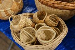 cestas de mimbre amarillas Fotos de archivo libres de regalías