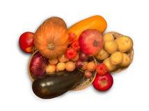 Cestas de mimbre con las frutas maduras Fotos de archivo