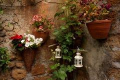 Cestas decorativas da flor fotografia de stock royalty free